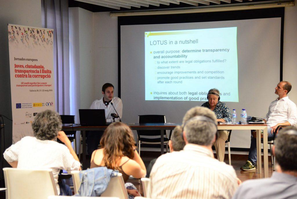 """20/05/2016. València, Octubre CCC.Jornades Europees """"Joves, Ciutadania, Transparència i lluita contra la corrupció"""" a València. Mòdul I: El paper de la transparència en la lluita contra la corrupció. Experiències d'altres organitzacions europees, moderat per Consuelo Vidal. Amb Lorenzo Segato (RISCC, Itàlia) i Duje Prkut (GONG, Croàcia).Fotos: PRATS i CAMPS"""